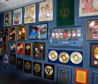 gold-records-3266702_1920